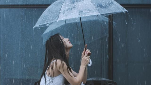 深圳的下雨天,有人听过这首歌吗?《你是人间四月天》